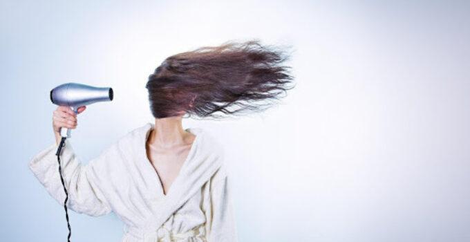 consejos para hidratar el cabello quebradizo
