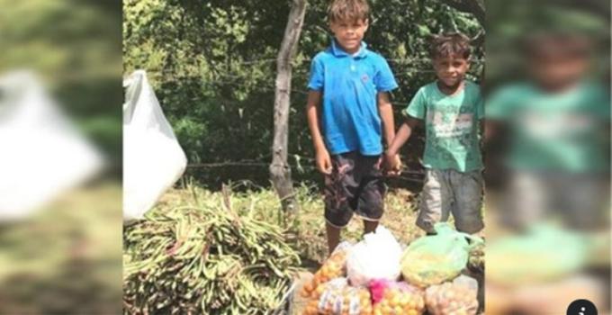 Los hermanos de 7 y 9 años que venden verduras en la calle asisten a la escuela por primera vez..