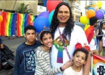Adopta a un niño con discapacidad y a 2 niños transgénero que ninguna familia quería.